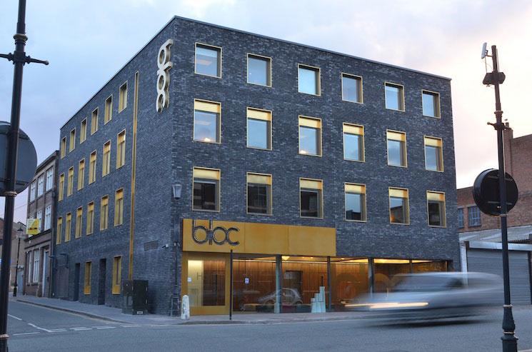 bloc-exterior-front-landscape